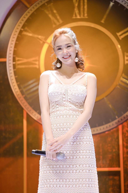 Minh Hằng: Gia đình tôi giờ đây đã hạnh phúc trọn vẹn sau 18 năm bố mẹ ly hôn-1