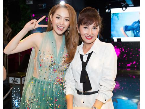 Minh Hằng: 'Gia đình tôi giờ đây đã hạnh phúc trọn vẹn sau 18 năm bố mẹ ly hôn'