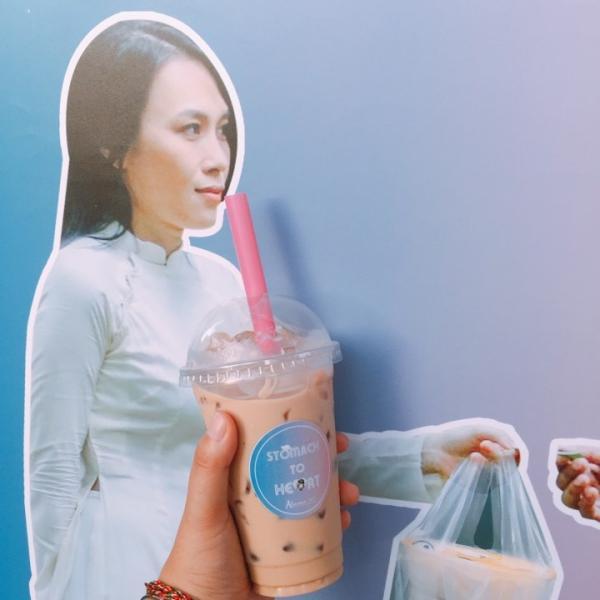 Cày view cho thần tượng bằng cách tặng trà sữa, fan Mỹ Tâm đúng là bá đạo nhất Vpop-7