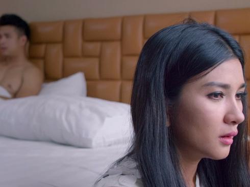 'Chơi thì chịu' ra mắt MV nhạc phim lộ cảnh nóng của Trương Thế Vinh và Kim Tuyến