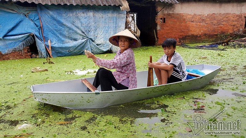 Vỡ đê Chương Mỹ: Người Hà Nội rửa bát, tắm giặt bằng nước lũ-18