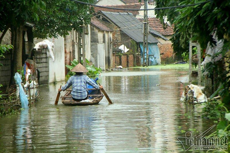 Vỡ đê Chương Mỹ: Người Hà Nội rửa bát, tắm giặt bằng nước lũ-15