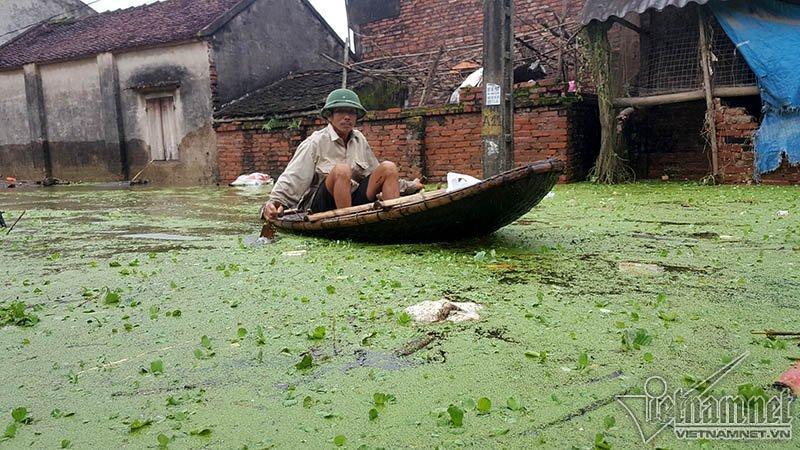 Vỡ đê Chương Mỹ: Người Hà Nội rửa bát, tắm giặt bằng nước lũ-10