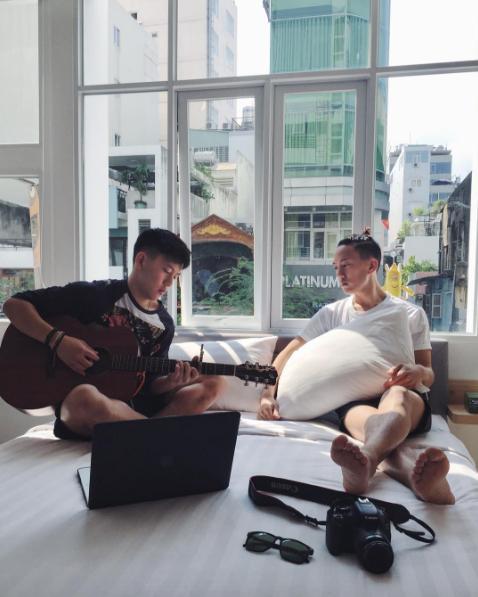 Anh em sinh đôi gốc Việt cover 'Em gái mưa' ngọt lịm gây sốt mạng xã hội-3