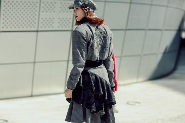 Lan Ngọc mang giày khủng cùng set đồ hơn 100 triệu ở Seoul Fashion Week-2