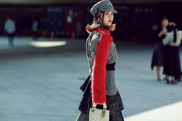 Lan Ngọc mang giày khủng cùng set đồ hơn 100 triệu ở Seoul Fashion Week-4