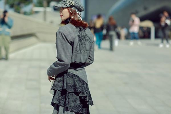 Lan Ngọc mang giày khủng cùng set đồ hơn 100 triệu ở Seoul Fashion Week-5