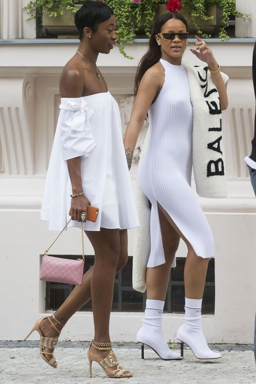 Những kiểu giày độc lạ gắn mác Rihanna-7