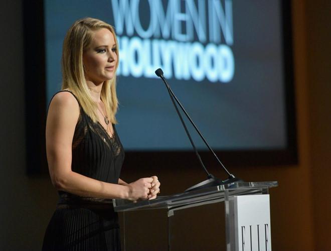 Jennifer Lawrence từng bị ép chụp ảnh nude tập thể và gạ tình-1