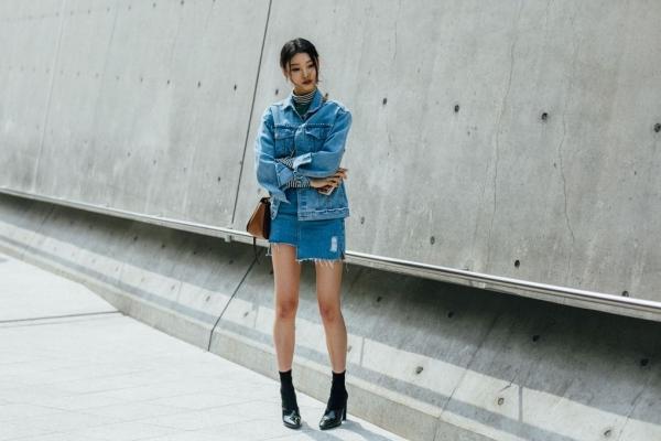 Ngày đầu Seoul Fashion Week: Tín đồ sành mốt chơi màu đơn sắc, hút vạn ánh nhìn!-4