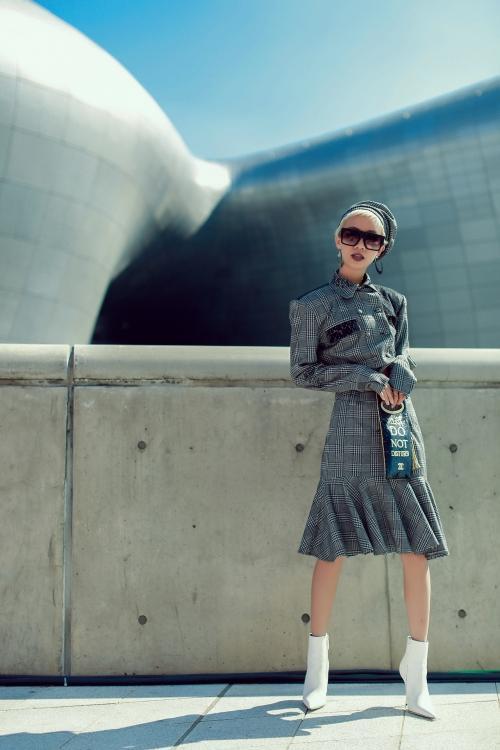 Ngày đầu Seoul Fashion Week: Tín đồ sành mốt chơi màu đơn sắc, hút vạn ánh nhìn!-8