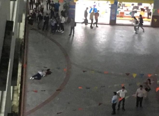 Nam sinh tử vong trong sân trường nghi bị bê tông rơi trúng đầu-2