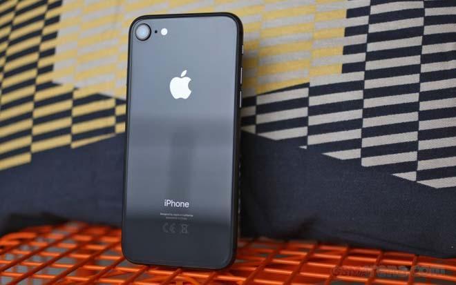 iPhone 8 ế ẩm trong ngày mở bán, iPhone 7 hút khách vì giá rẻ-1