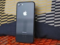 iPhone 8 ế ẩm trong ngày mở bán, iPhone 7 hút khách vì giá rẻ