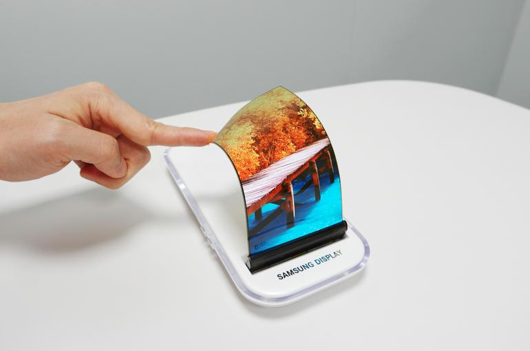 Không chỉ iPhone X hay Galaxy Note 8, màn OLED là xu hướng tương lai-1