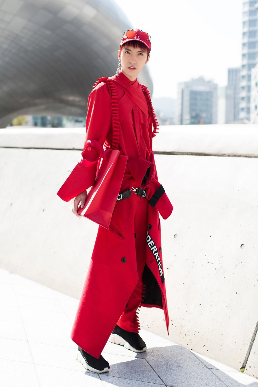 Ngày đầu ra quân, Phí Phương Anh chễm chệ trên tạp chí Vogue Pháp và Mỹ-8