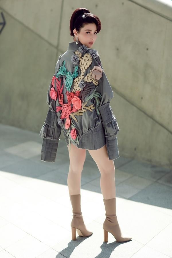 Ngày đầu ra quân, Phí Phương Anh chễm chệ trên tạp chí Vogue Pháp và Mỹ-6