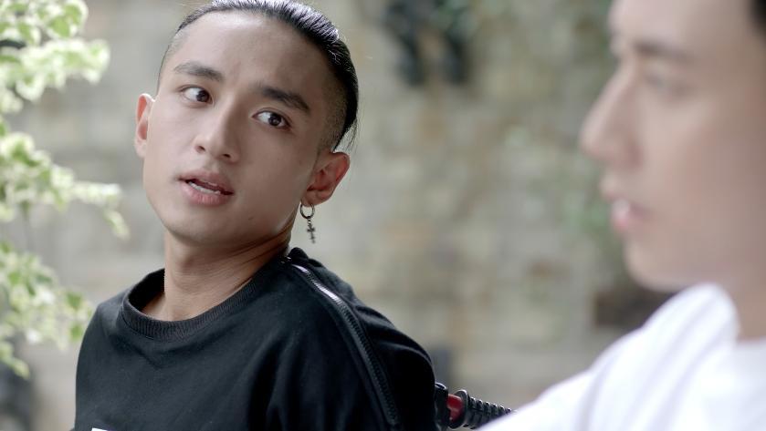 Glee: Bắt gặp Angela Phương Trinh tình tứ với Hữu Vi, Rocker Nguyễn lao vào đánh tình địch-3