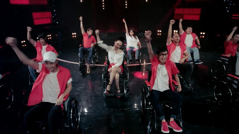 Glee: Bắt gặp Angela Phương Trinh tình tứ với Hữu Vi, Rocker Nguyễn lao vào đánh tình địch-7