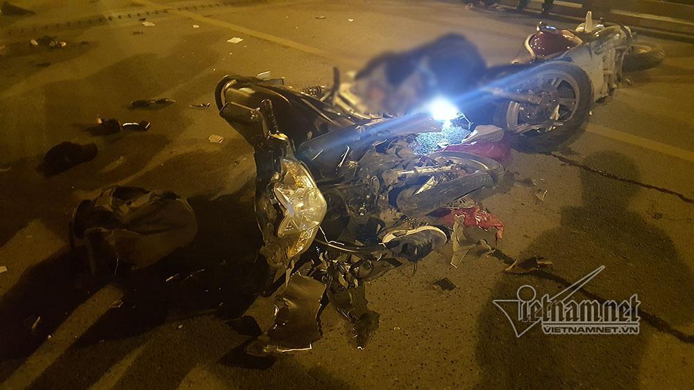 Tai nạn trên cầu vượt Thái Hà lúc nửa đêm, 3 người thương vong-1