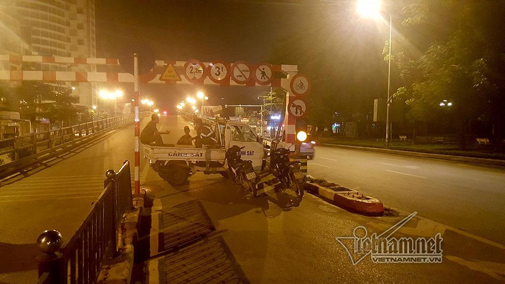 Tai nạn trên cầu vượt Thái Hà lúc nửa đêm, 3 người thương vong-5