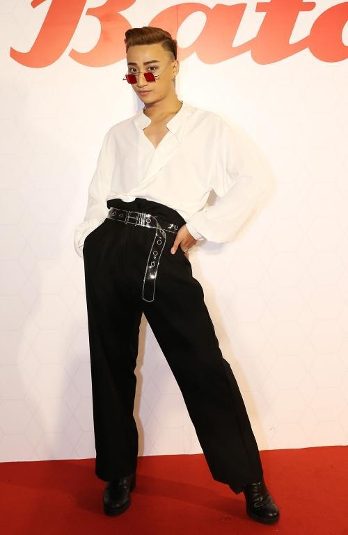 Phi Thanh Vân khoe ngực phản cảm, Chi Pu make-up ma quái lọt top sao mặc xấu tuần này-2
