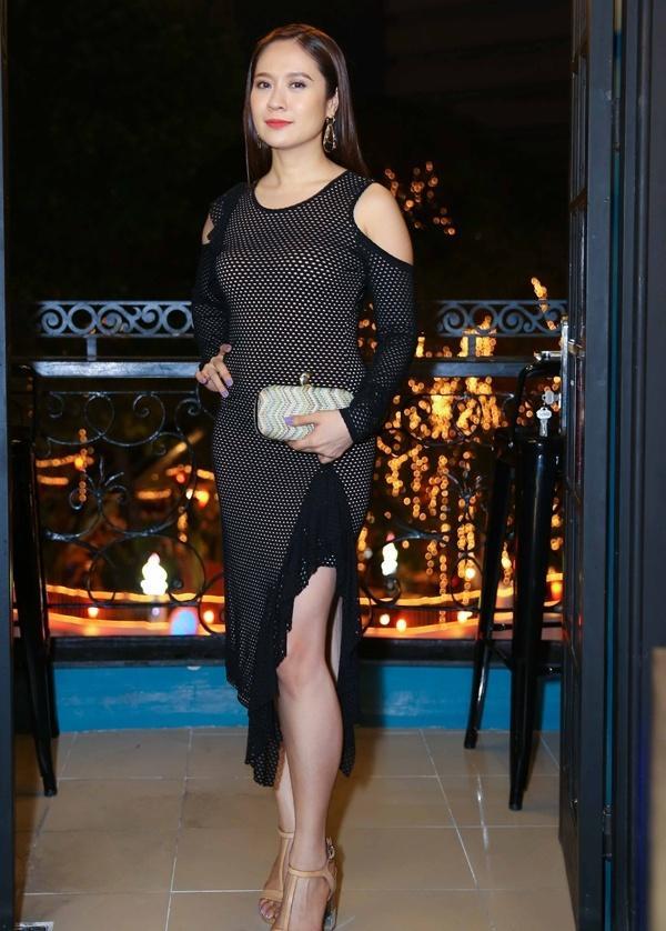Phi Thanh Vân khoe ngực phản cảm, Chi Pu make-up ma quái lọt top sao mặc xấu tuần này-8