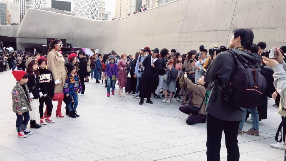 Cuối cùng Hoa hậu Phạm Hương cũng chịu xuất hiện ở Seoul Fashion Week-1