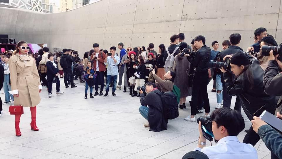 Cuối cùng Hoa hậu Phạm Hương cũng chịu xuất hiện ở Seoul Fashion Week-2