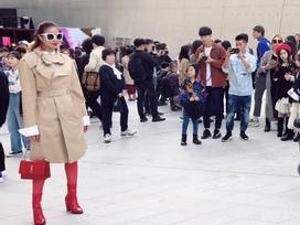 Cuối cùng Hoa hậu Phạm Hương cũng chịu xuất hiện ở Seoul Fashion Week