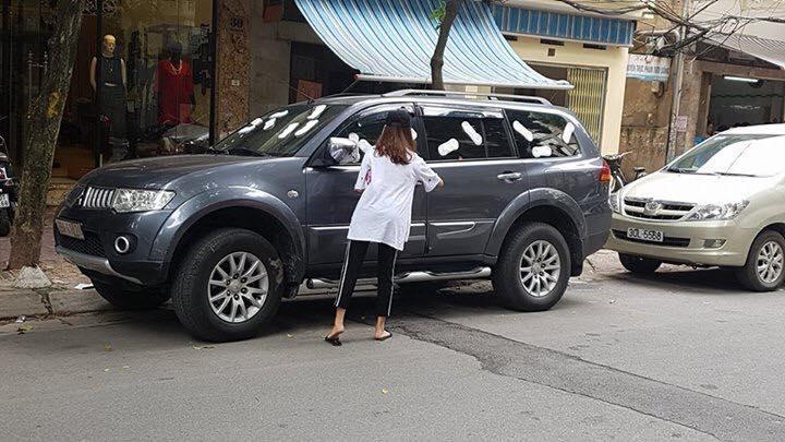 Cô gái dán băng vệ sinh lên xe ô tô: Tôi không sai, chủ xe mới vô ý thức-2