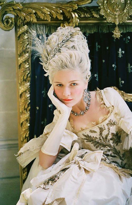 Hoàng hậu tai tiếng bậc nhất châu Âu: Nhan sắc tuyệt trần nghìn người mê đắm, riêng chồng dửng dưng không nhòm ngó-9