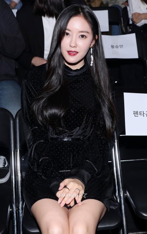 Gong Hyo Jin đầy khí chất, thiên thần Kim Yoo Jung tỏa sáng bên loạt sao Hàn sành điệu tại Seoul Fashion Week-10