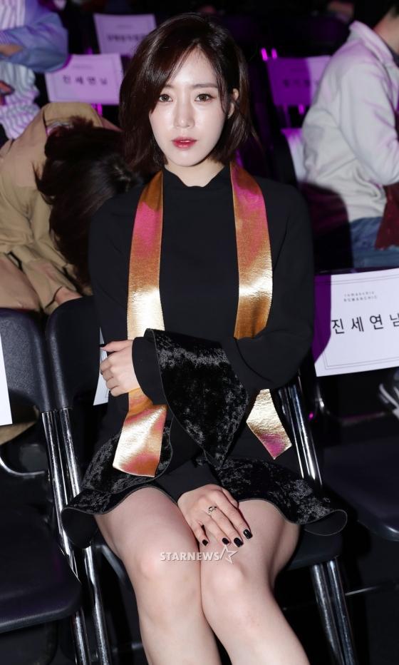 Gong Hyo Jin đầy khí chất, thiên thần Kim Yoo Jung tỏa sáng bên loạt sao Hàn sành điệu tại Seoul Fashion Week-11