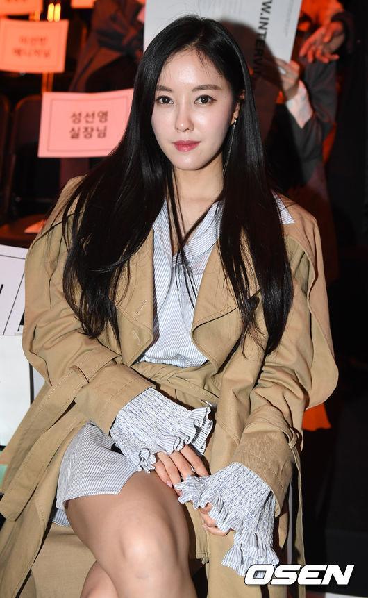 Gong Hyo Jin đầy khí chất, thiên thần Kim Yoo Jung tỏa sáng bên loạt sao Hàn sành điệu tại Seoul Fashion Week-8