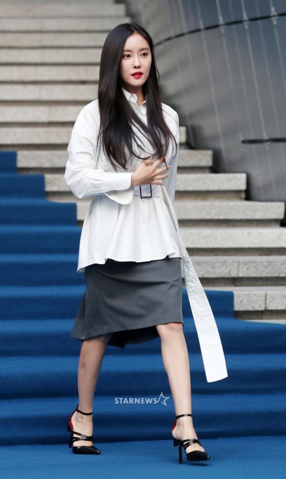 Gong Hyo Jin đầy khí chất, thiên thần Kim Yoo Jung tỏa sáng bên loạt sao Hàn sành điệu tại Seoul Fashion Week-9