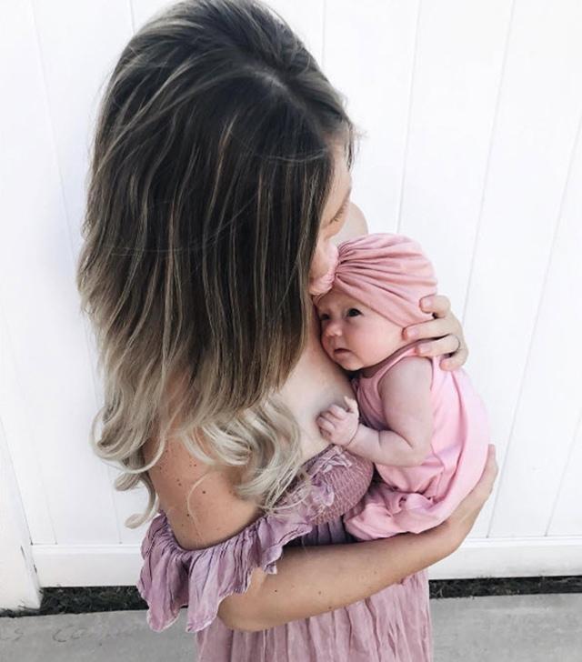 Rơi nước mắt trước hình ảnh bé khiếm thính bật khóc khi lần đầu nghe giọng nói của mẹ-2