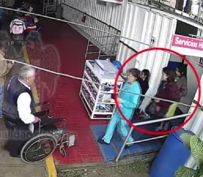 Clip tố cáo bà mẹ trẻ nhẫn tâm vứt con vừa sinh vào thùng rác-1