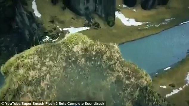 Hãi hùng du khách mạo hiểm đi trên gờ vách núi tử thần-2