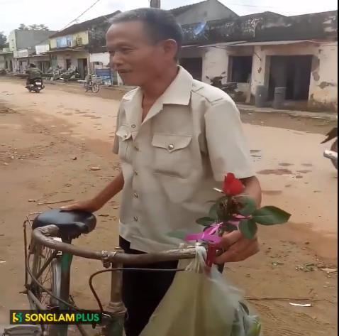 Chuyện tình thời ông bà anh: Cụ ông đi xe cà tàng mua hoa về tặng vợ-1