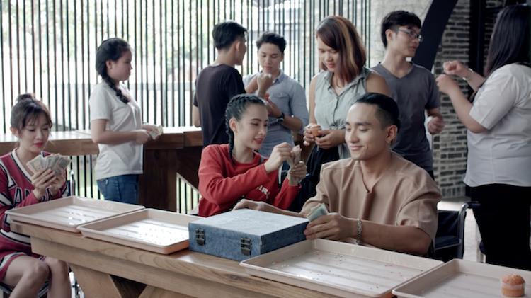Glee: Sau bao lần từ chối, Angela Phương Trinh cũng xiêu lòng trước Hữu Vi-1
