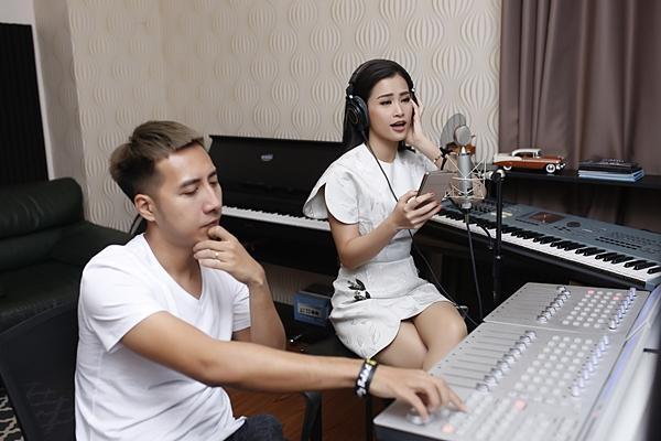 Nhạc phim Cô Ba Sài Gòn được bảo chứng bởi Đông Nhi và Only C-3