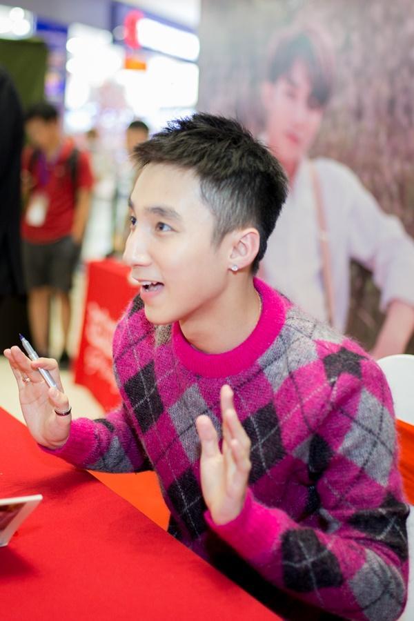 Chị gái cậu bé ung thư xin chữ ký tự truyện Sơn Tùng về đặt lên bàn thờ em trai-14