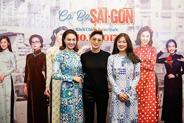 Dàn sao Việt cùng khán giả đội mưa xem thời trang ở phố đi bộ-1