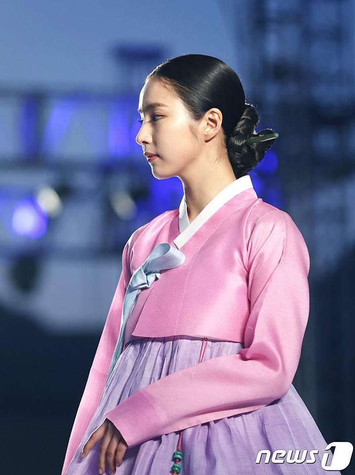 Sao Hàn 21/10: Mỹ nhân mặt đơ Shin Se Kyung khoe vẻ đẹp nữ thần với Hanbok-2