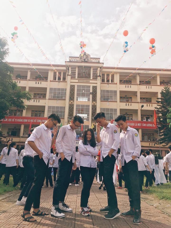 Vườn sao băng đời thực: Nữ sinh Lào Cai lọt thỏm giữa 4 chàng bạn thân đẹp trai, học giỏi, mê bóng rổ-1