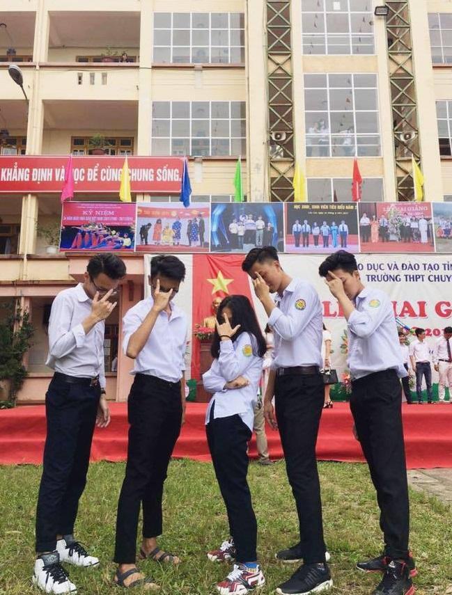 Vườn sao băng đời thực: Nữ sinh Lào Cai lọt thỏm giữa 4 chàng bạn thân đẹp trai, học giỏi, mê bóng rổ-2