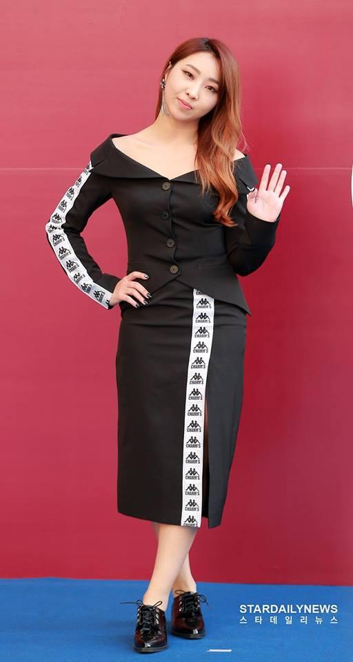 Sao Hàn 21/10: Mỹ nhân mặt đơ Shin Se Kyung khoe vẻ đẹp nữ thần với Hanbok-7