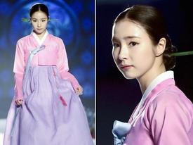 Sao Hàn 21/10: 'Mỹ nhân mặt đơ' Shin Se Kyung khoe vẻ đẹp nữ thần với Hanbok