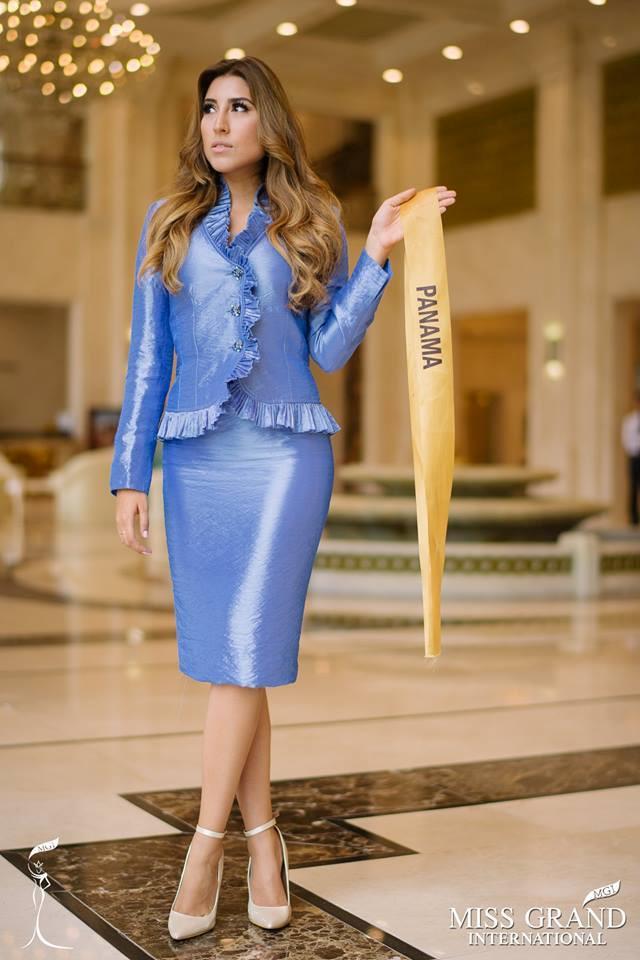 Những bộ trang phục kém xinh của dàn thí sinh tại Hoa hậu Hòa bình-2